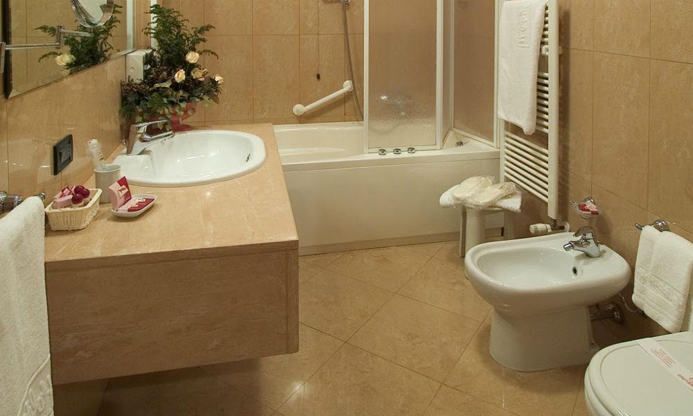 kamar mandi apartemen taman anggrek