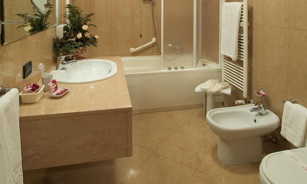 kamar mandi apartemen tipe 66